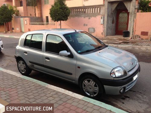 renault clio 2001 diesel voiture d 39 occasion marrakech prix 65 000 dhs. Black Bedroom Furniture Sets. Home Design Ideas