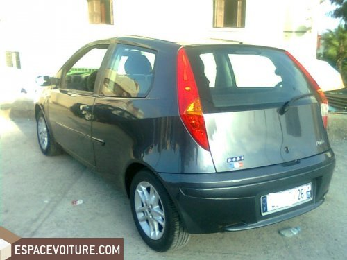 fiat punto 2000 essence voiture d 39 occasion kenitra prix 57 000 dhs. Black Bedroom Furniture Sets. Home Design Ideas